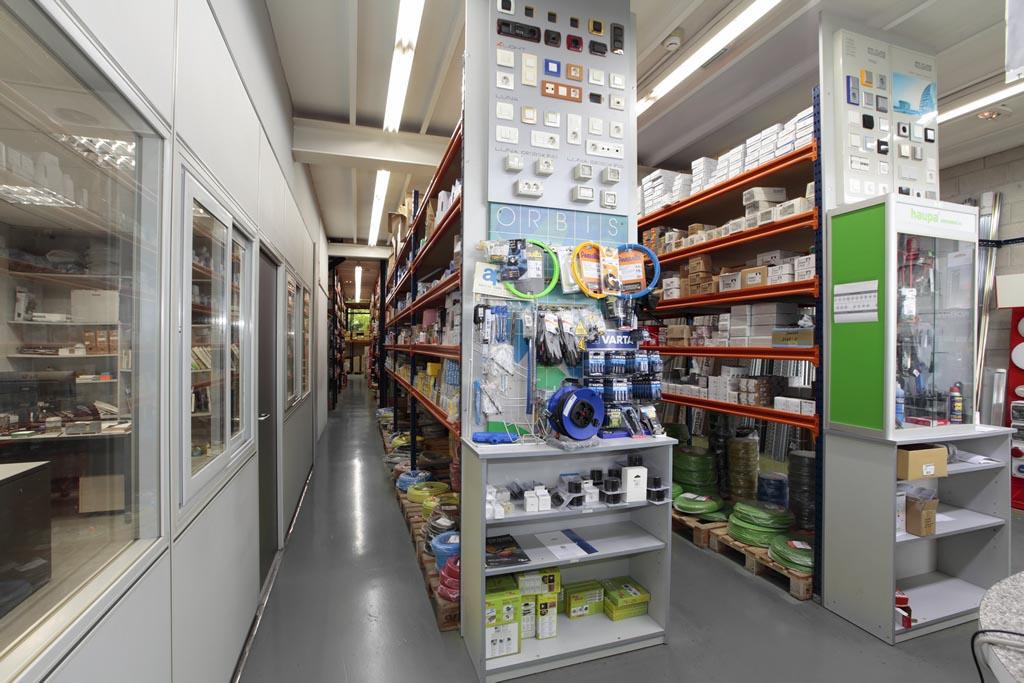 Almacén de material de telecomunicaciones en Donostia